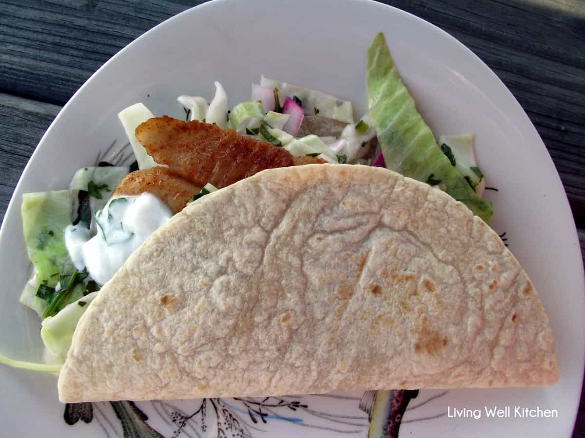 fish tacos with yogurt sauce