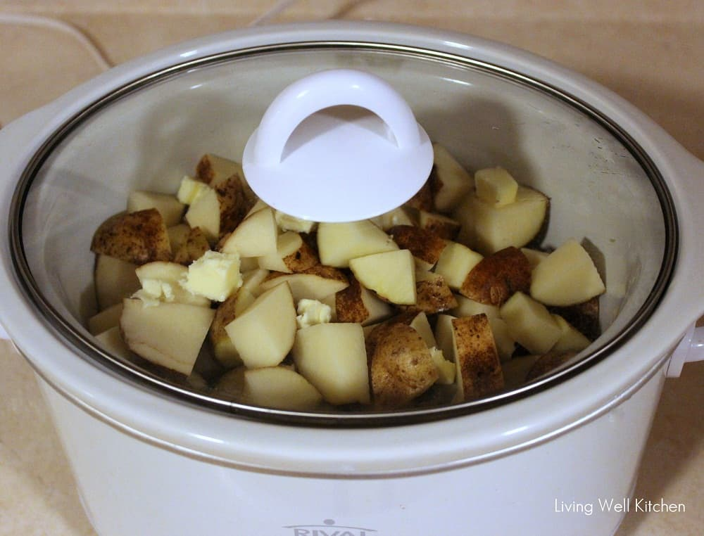 Crock Pot Smashed Potatoes from Living Well Kitchen @memeinge