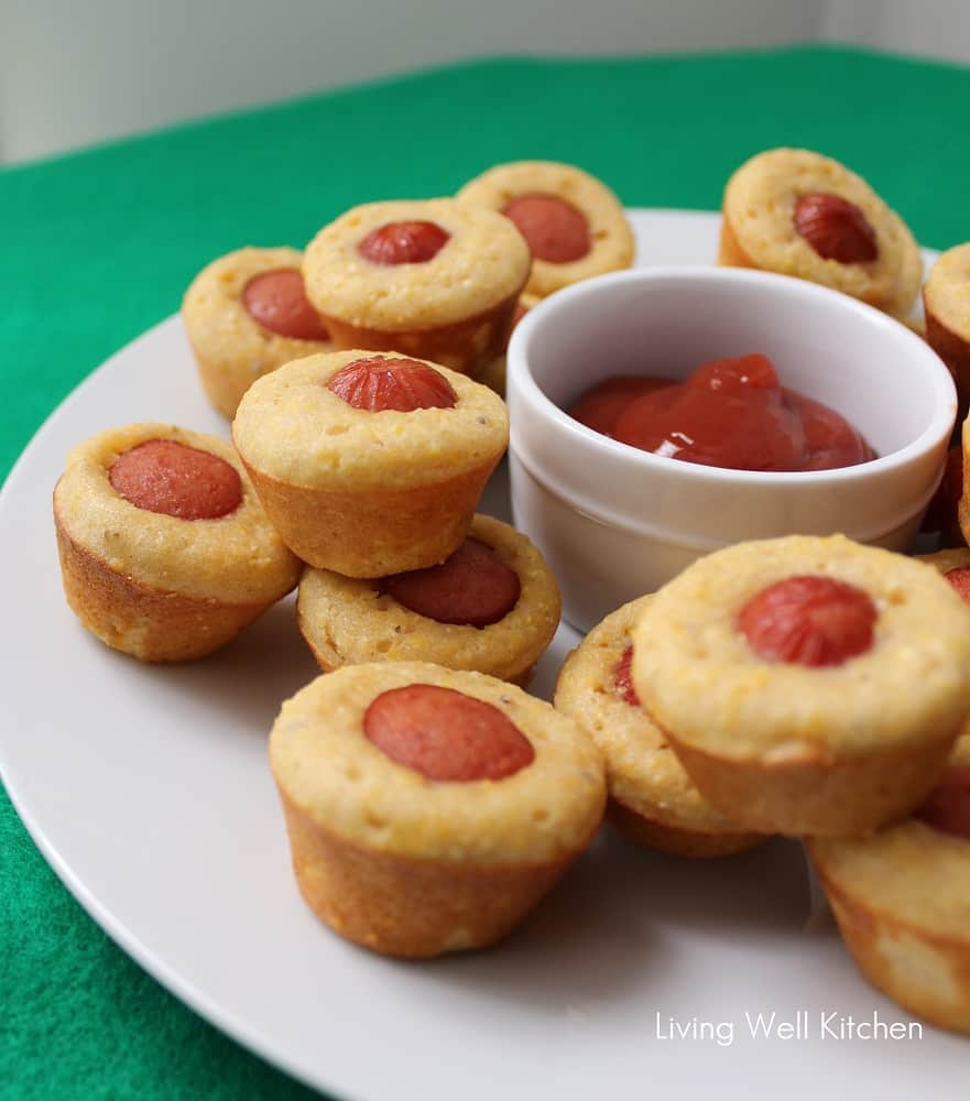 Appetizers For Party Parties Food Appetizer Recipes Snack Recipes Snacks Mini Hot Dogs Hot Dog Recipes Wedding Finger Foods Wedding Events Forward Party food: Mini hot dogs Hot Dog, for a puppy party, tee hee hee.