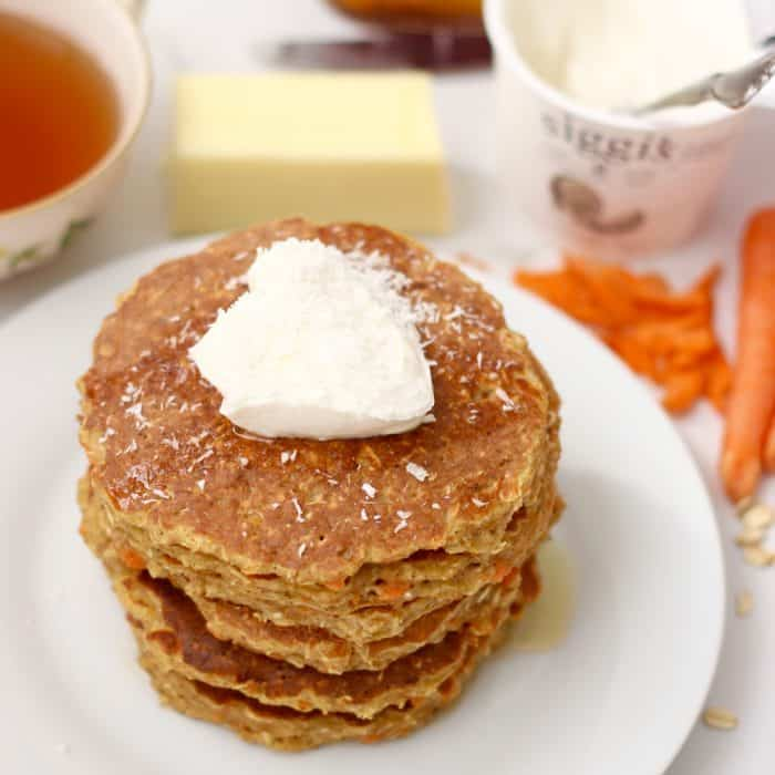Nourishing carrot cake for breakfast is possible with these delicious, gluten free pancakes full of protein! Carrot Cake Protein Pancakes from @memeinge