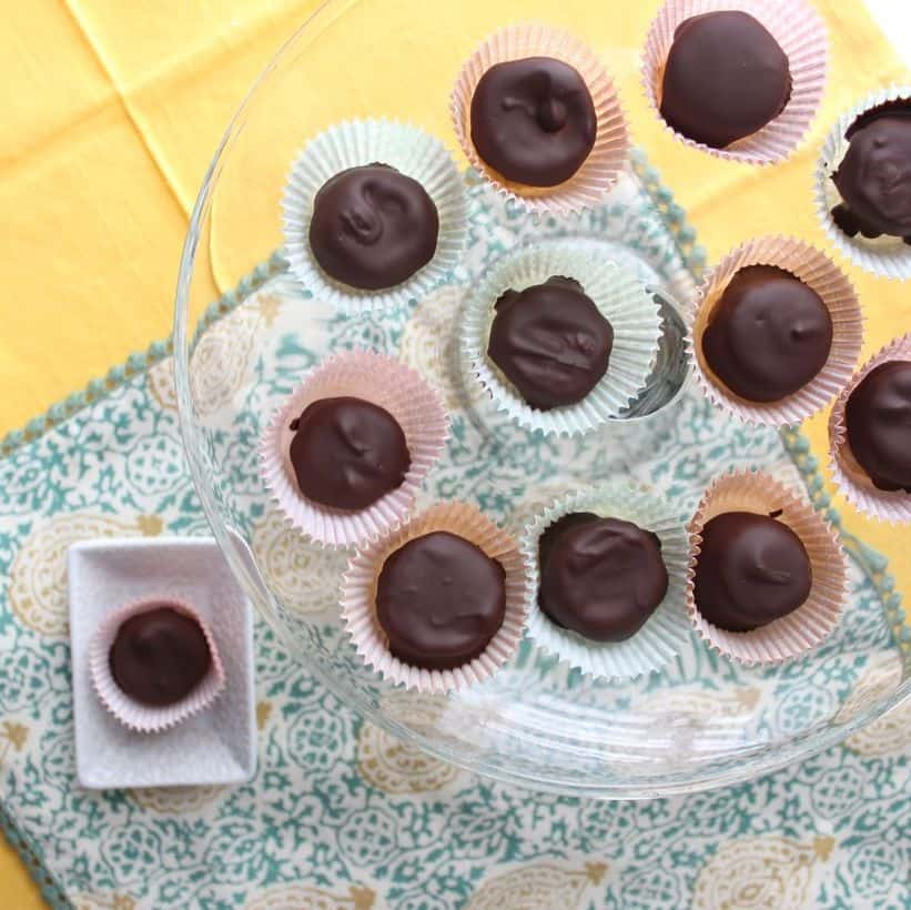 These little banana bites filled with peanut butter and covered in chocolate are a great snack or dessert for the warmer weather