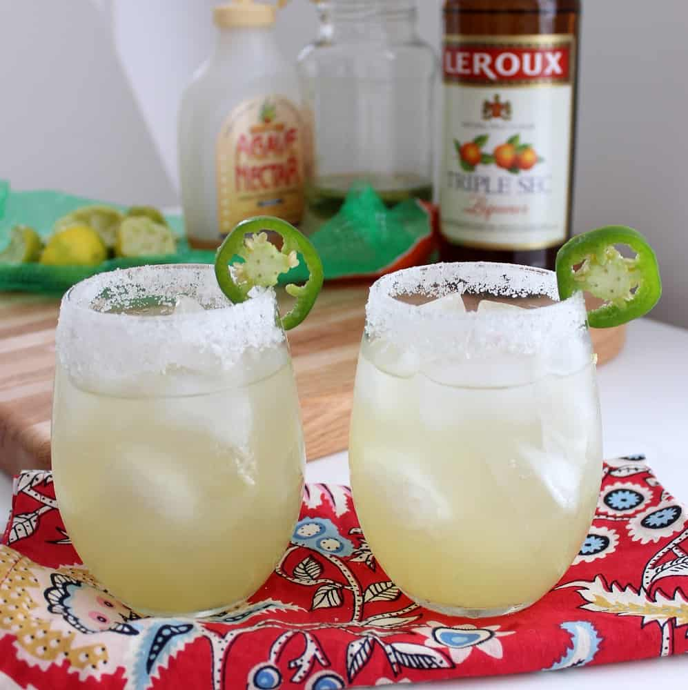 You will want to savor every sip of the spicy-sweet-tangy Jalapeño Margaritas from @memeinge