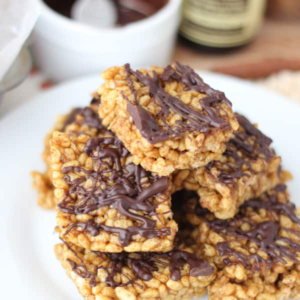 Delicious Fall Dessert : Pumpkin Rice Crispy Treats from Living Well Kitchen @memeinge