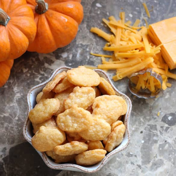 Halloween Crackers from Living Well Kitchen @memeinge