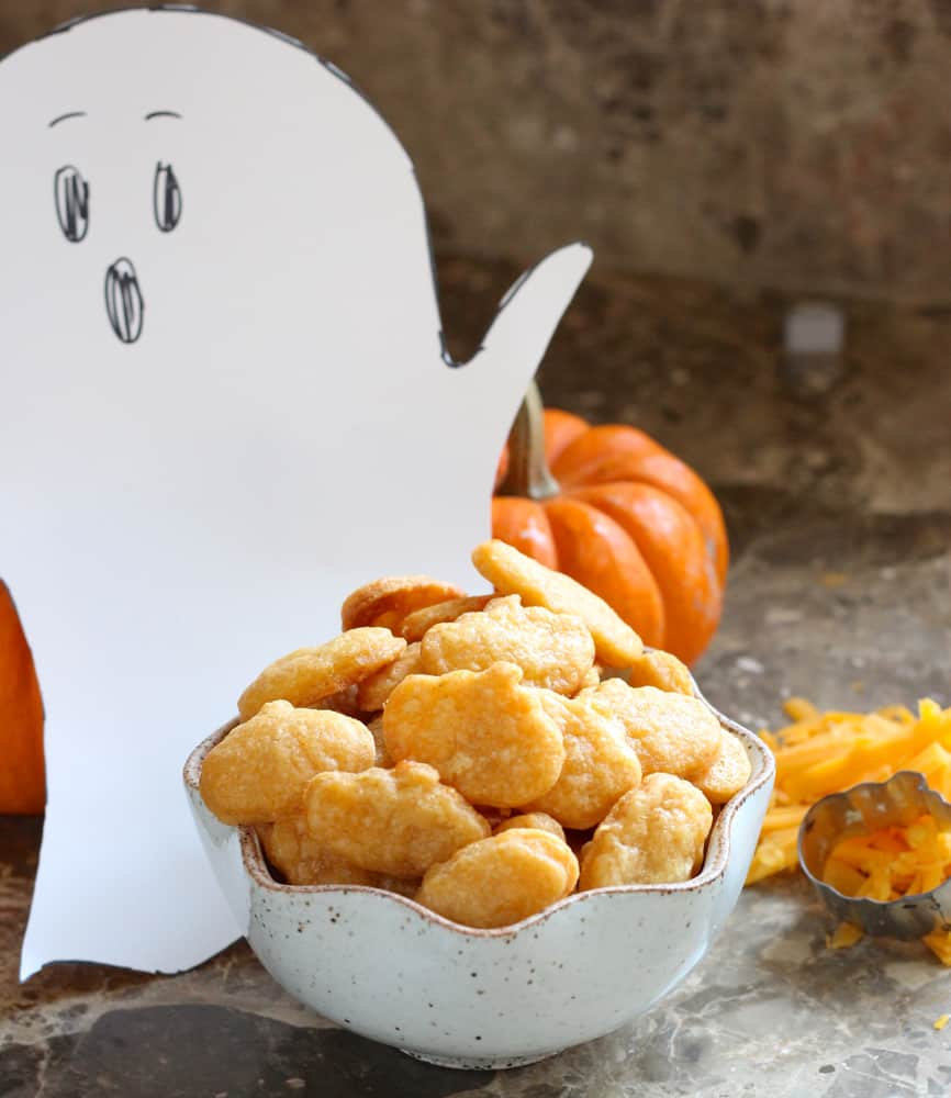 Halloween Cheese Crackers from Living Well Kitchen @memeinge
