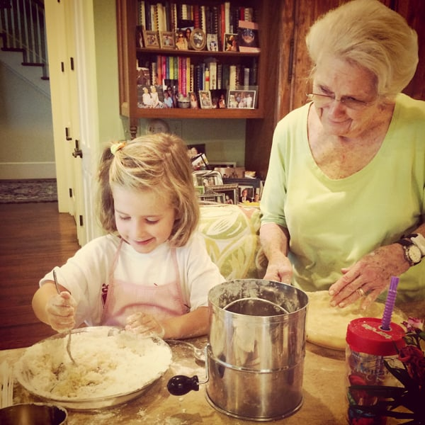 Making Easy Pie Crust from Living Well Kitchen @memeinge