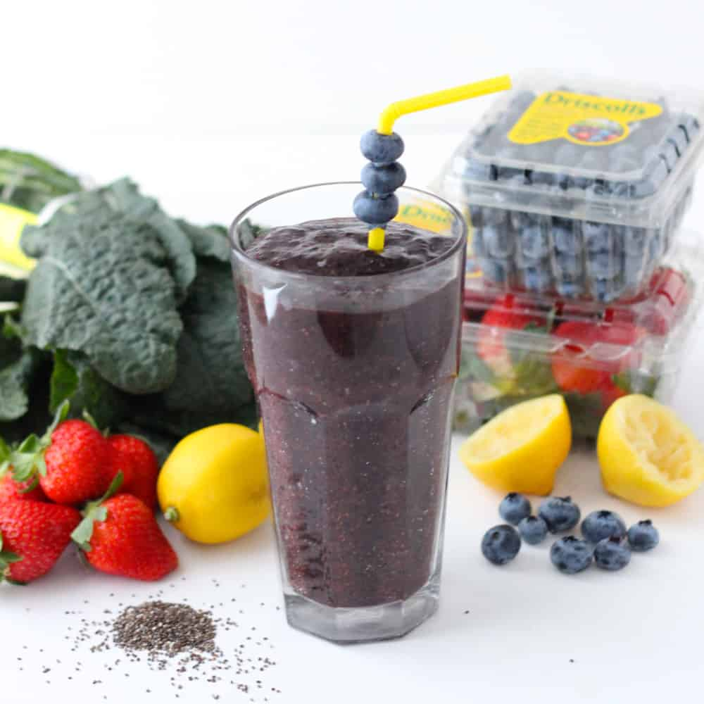 Berry Green Dream Smoothie from Living Well Kitchen @memeinge