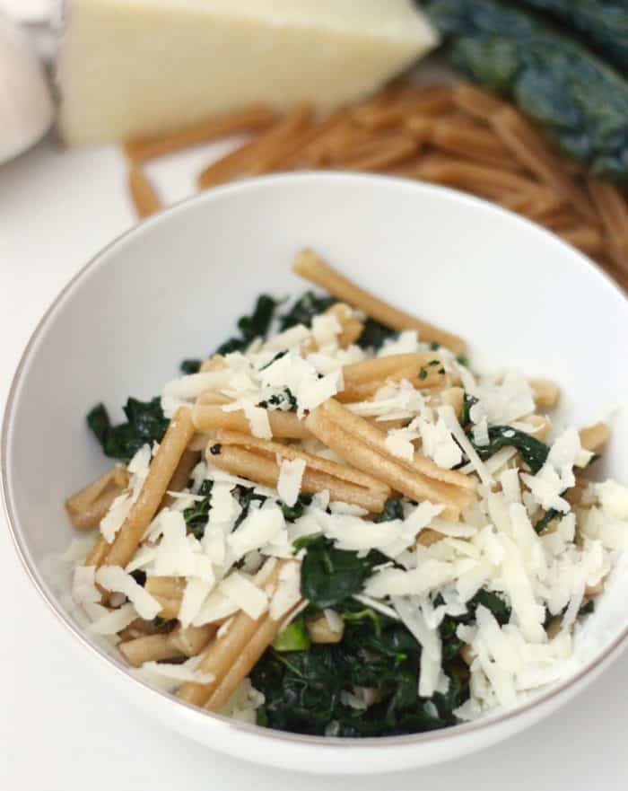 Only seven ingredients make up this crispy fried pasta dish full of deliciousness. Crispy Pasta with Kale and Parmesan from @memeinge
