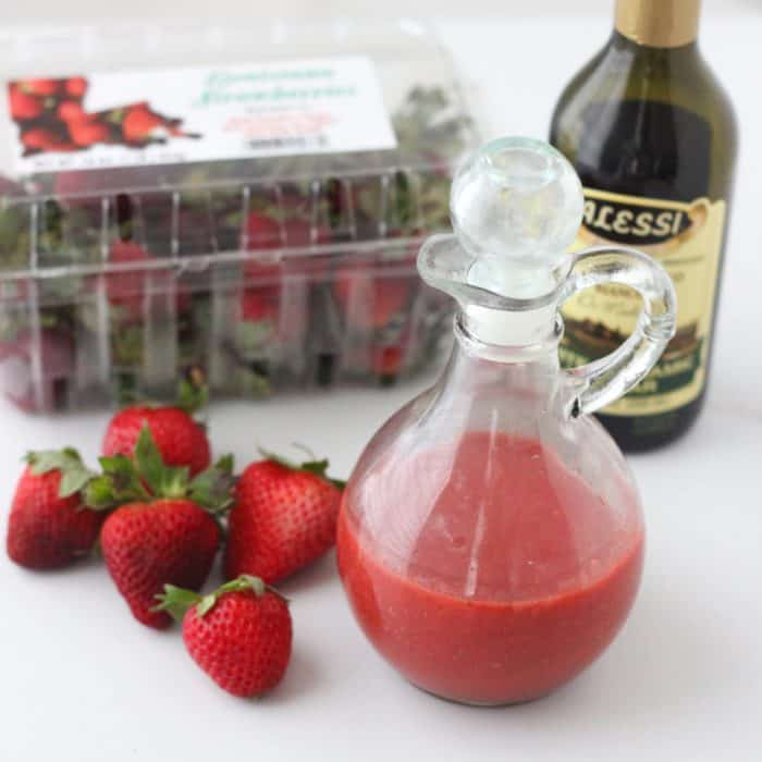 You need only 5 ingredients for this sweet, tangy, rich dressing made with fresh strawberries. It'll have you looking forward to salads everyday! Strawberry Salad Dressing from @memeinge