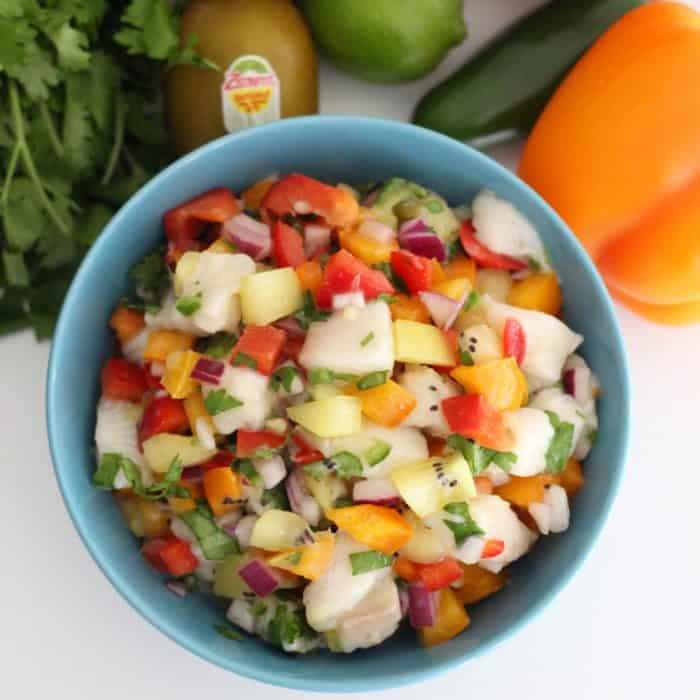 Kiwi Ceviche from @memeinge is a refreshing and deliciousmain meal or appetizer perfect for enjoying in the warm weather. Gluten free, dairy free, and soy free