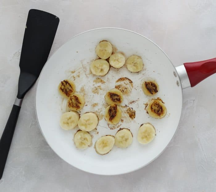 spatula, skillet with cooked bananas