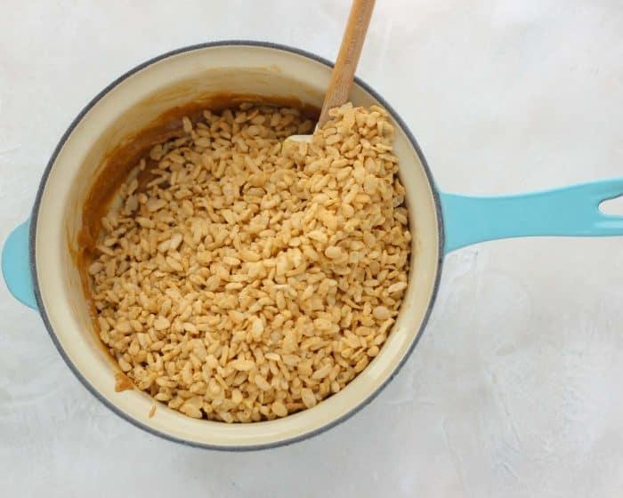 rice crisp cereal in blue saucepan